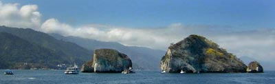Los Arcos in  Bahia de Banderas is readily accessible by a short boat trip or the near by beach by land access